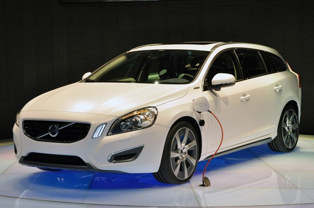 Гибридный автомобиль Volvo V60 Plug-In Hybrid