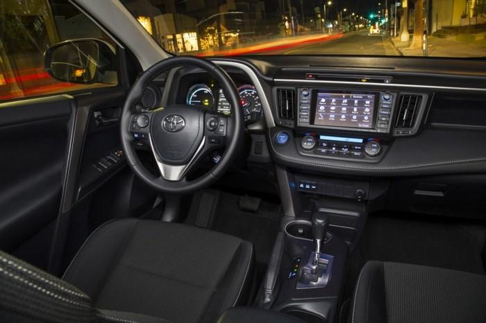 салон Toyota Rav 4