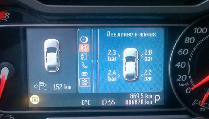 vse-bolshe-avtomobilej-imeyut-datchik-davleniya-v-shinax (1)