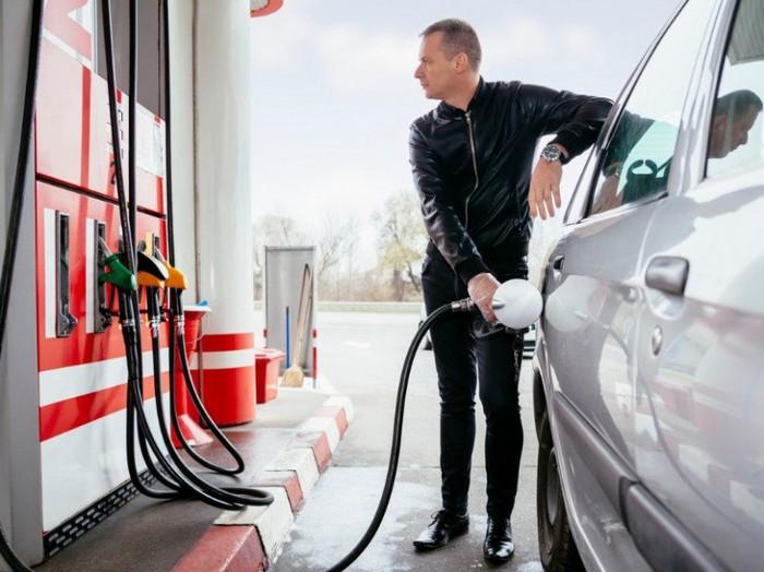 За недолив топлива на АЗС будут строго наказывать