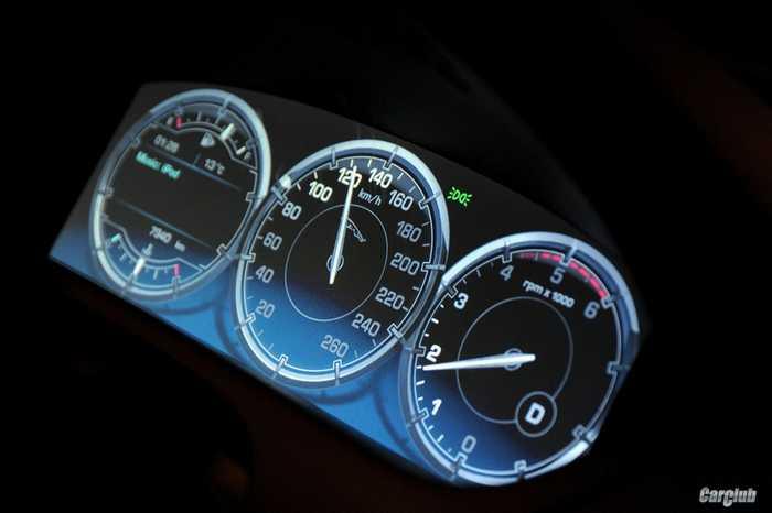 Jaguar XJ цифровая панель