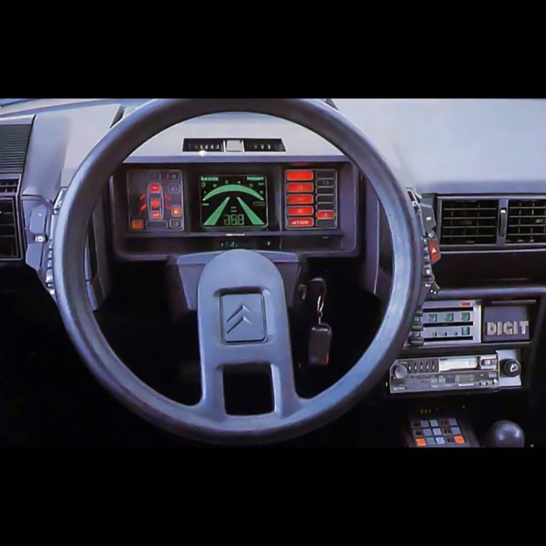 Приборные панели автомобилей прошлого века, способные удивить даже сегодня!