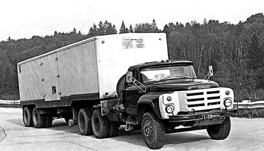 Седельный тягач ЗИЛ-133ВЯ с полуприцепом ОдАЗ-740