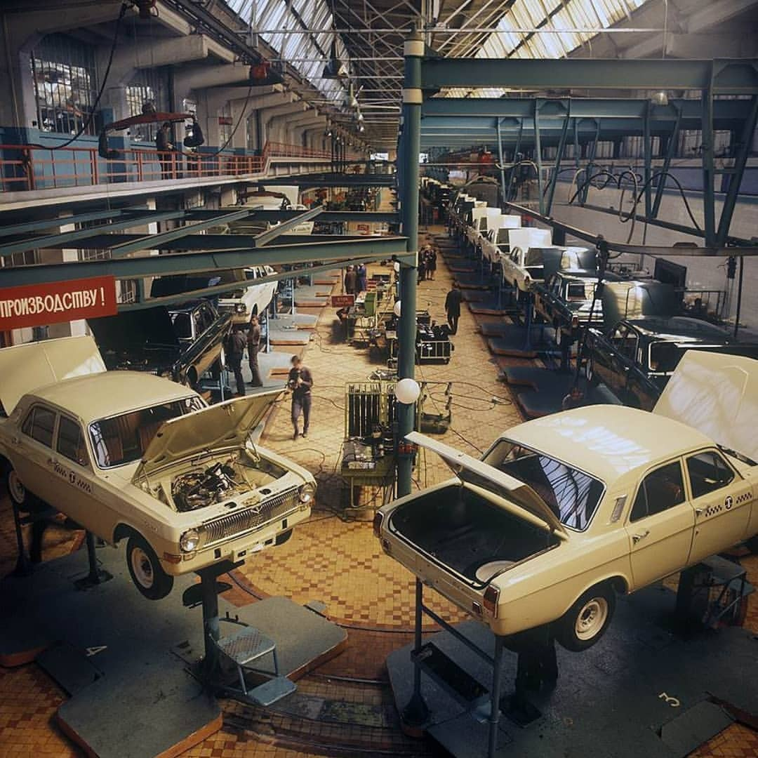 Горьковский автозавод в разные годы