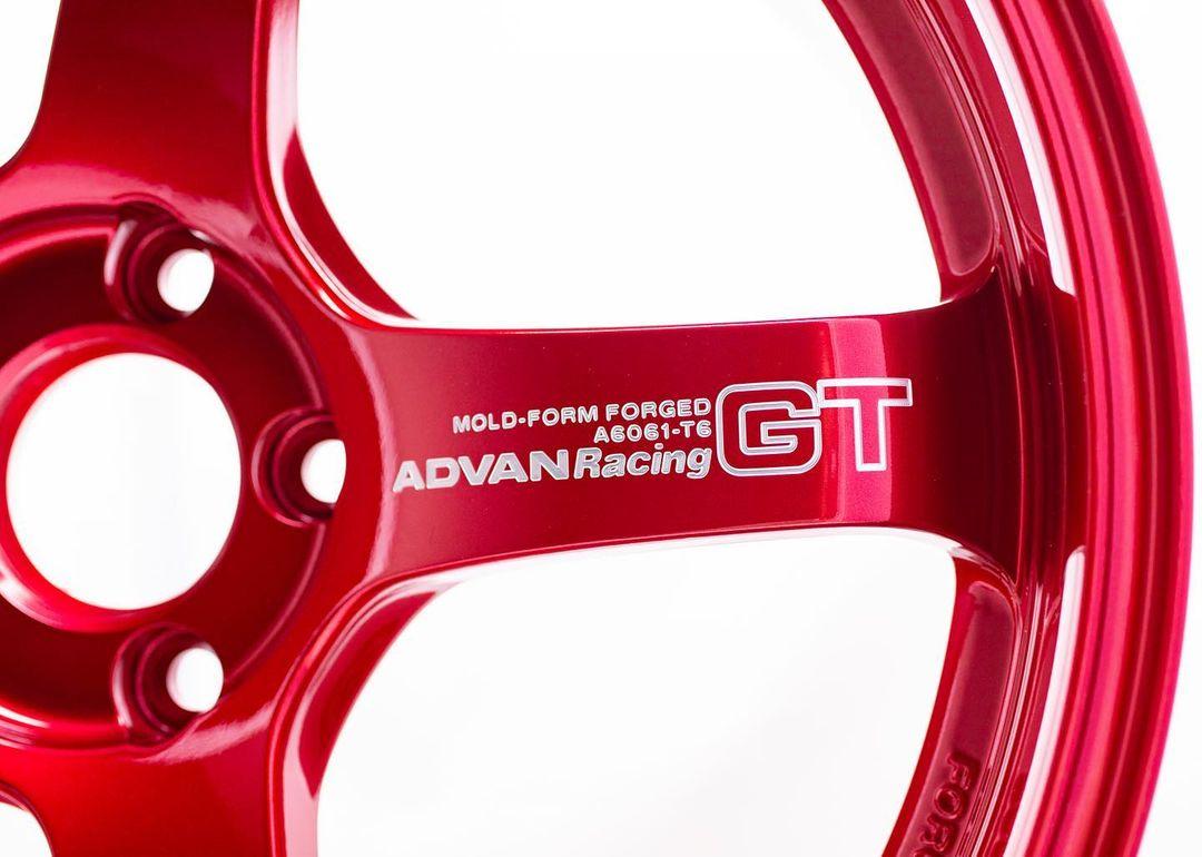 ADVAN Racing GT Premium