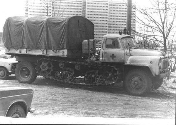 Необычный грузовик скорой помощи. СССР. Москва. 1980-е