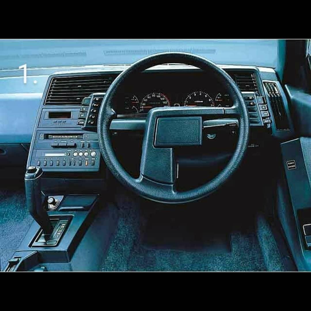 Приборные панели автомобилей конца прошлого века, способные удивить даже сегодня